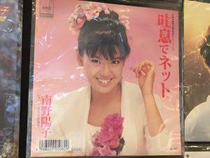 壁面レコードアップ_南野陽子01